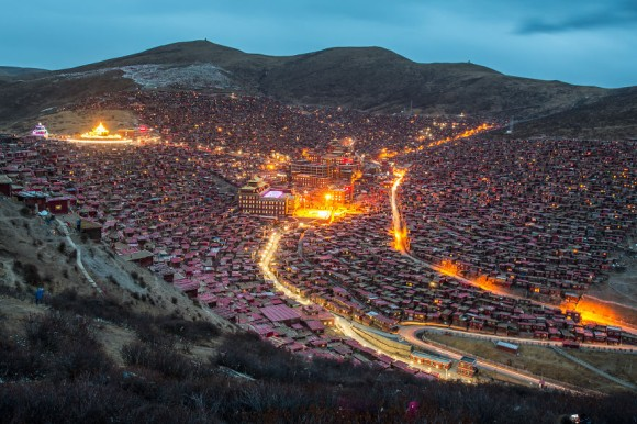 4万人の僧侶が暮らすチベット、...