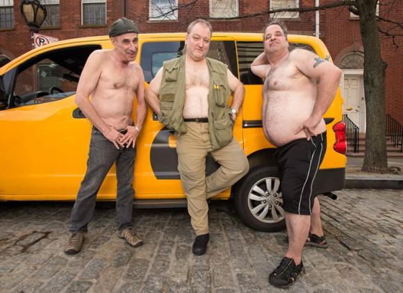 ニューヨークのタクシー運転手たちが一肌脱いだ。2016年タクシードライバーカレンダーがナウオンセール!