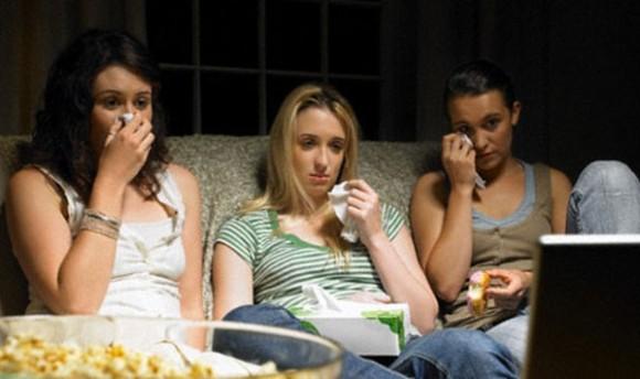 「悲しい映画を見ると太る」 は本当だった。その理由が判明(米研究)