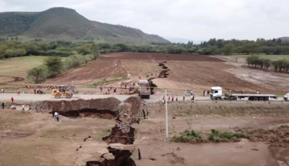 アフリカ大陸は分断される?ケニアで巨大な亀裂が突如出現。数々の証拠が裏付けるアフリカ大陸分裂
