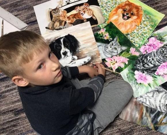 9歳少年がペットの肖像画を描き続ける理由。絵と引き換えに動物保護施設へ寄付をしてもらう(ロシア)