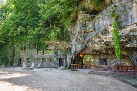 億万長者ならマストバイ。人里離れた山奥にある「世界で最も豪華な洞窟」が約3億円でナウオンセール!
