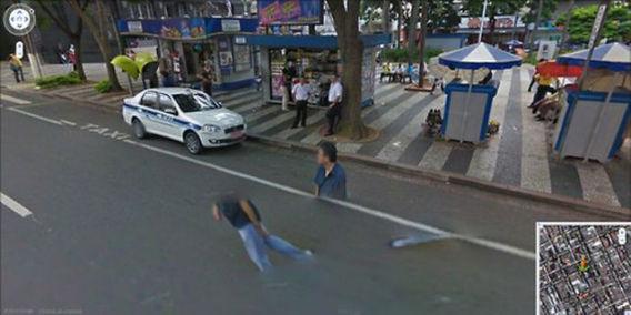 curious_google_street_640_20