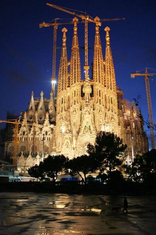 temple_expiatori_de_la_sagrada_familia_in_barcelona_23