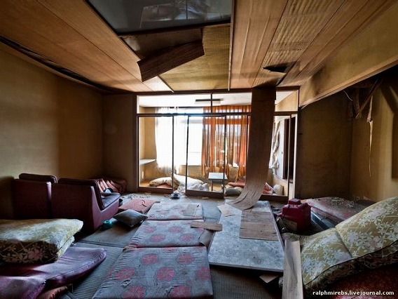 an_abandoned_hotel_in_japan_640_36