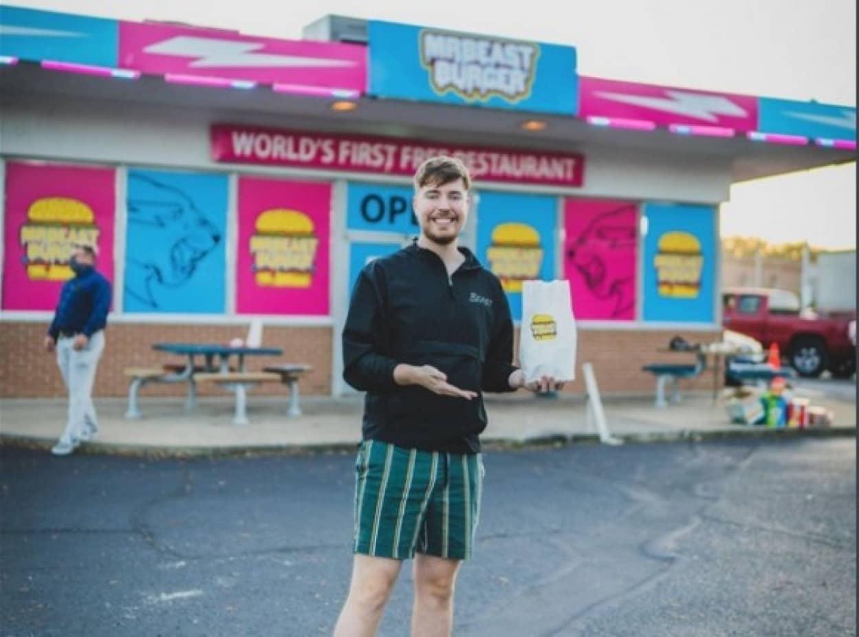 ユーチューバーが300店舗のハンバーガー店をオープン