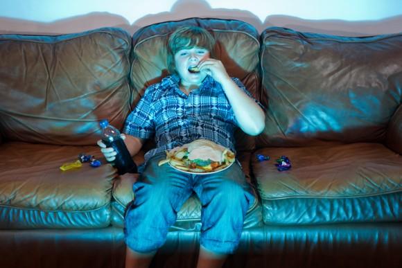 イギリス国内では富裕層の子供は痩せ、貧困層の子供は更に太っていく現実(英研究)