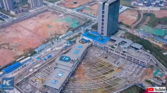 巨大バスターミナルがぐわんと90度回転。世界ギネス記録を更新した移動ターミナル(中国)