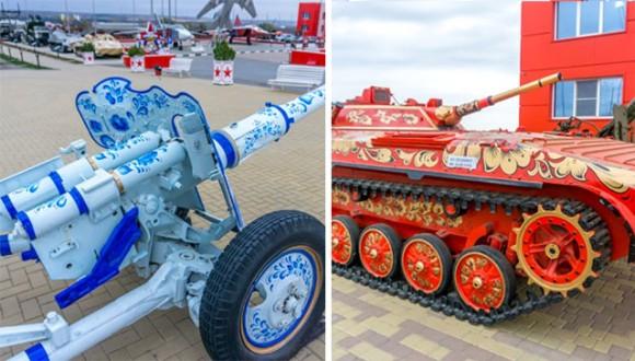 軍用兵器をロシアの伝統工芸でペイント