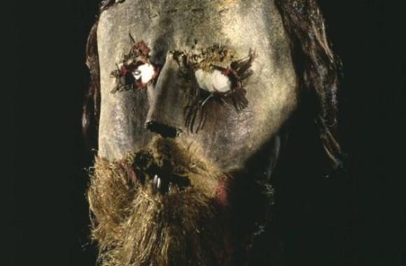 人間の歯や髪を使用して作られた聖職者「アレクサンダー・ペデン」の革マスクとその人生