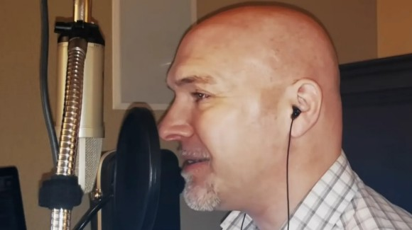 世界で最も低音が出せる男性、その歌声に震える(アメリカ)