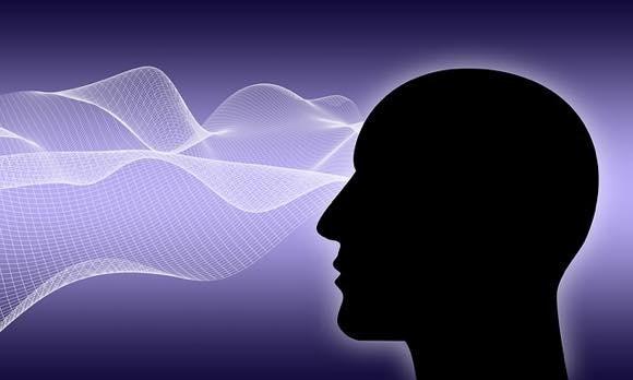 頭の外側から脳を操作する。DARPAが支援する「ブレイン・コンピュータ・インタフェース」の開発が進行中(米研究)