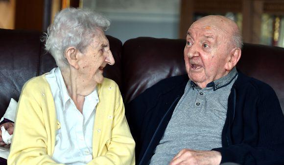 いくつにたっても大切な我が子。80歳の息子の面倒を見るために同じ老人ホームに入居した98歳の母親