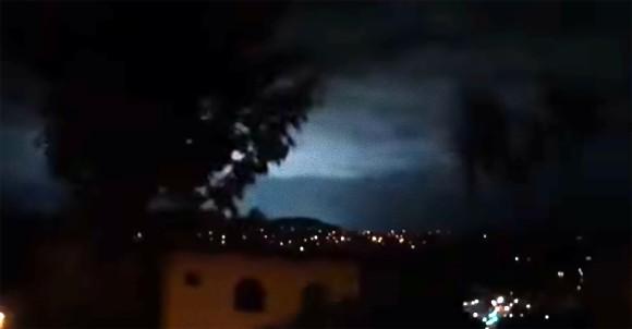 発光 現象 地震