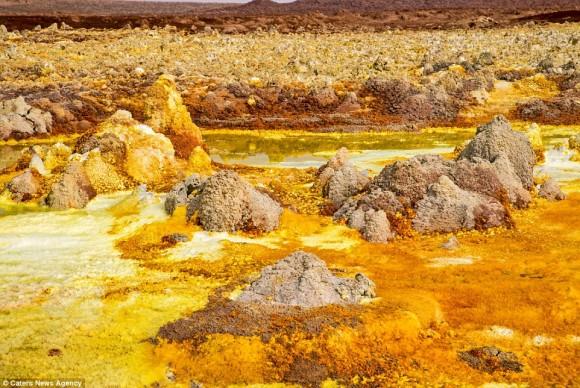 これどこの惑星?地球上に広がる一面黄色の異世界空間、エチオピア、ダロル火山の硫黄泉