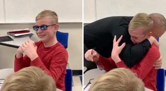 授業中、色覚障碍の少年に校長が手渡した特別なメガネ。多彩色の世界を初めて見た少年は感極まり涙を流す
