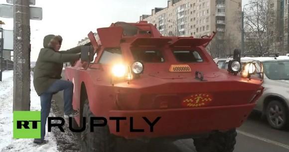 最高に安全かも!ロシアで装甲車(BRDM-2)がタクシーになった。