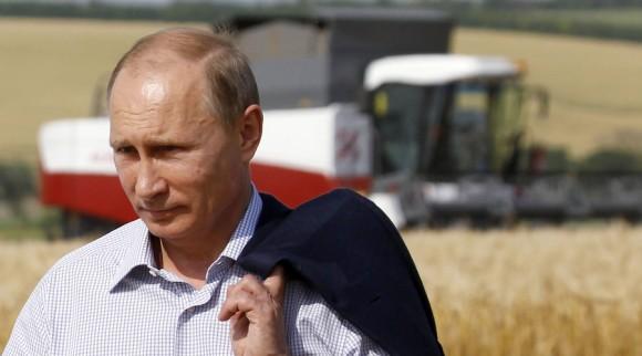ジャケットを肩にかける石原裕次郎のようなプーチン大統領
