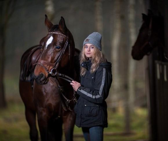 馬は信頼している人間の顔を認識し、写真からでも見分けることができる(フランス研究)