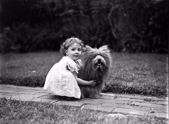 昔から人間は動物のぬくもりを求めていた。動物と人間のかかわりがわかるヴィンテージ写真