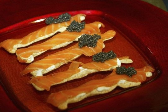 1258610609_how_black_caviar_is_made_11