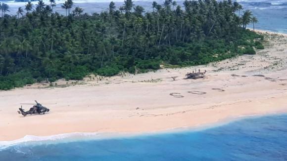 海岸に書いたSOSで無事救助