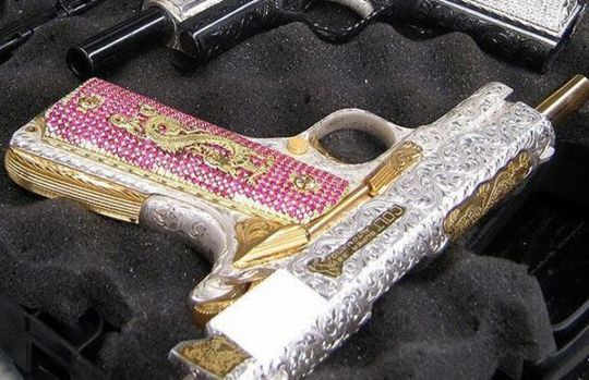 handguns_of_mexican_640_07