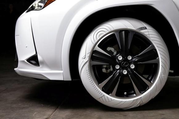 レクサスがナイキのスニーカーを履く?「Air Force 1」から着想を得たタイヤを履くレクサスUX