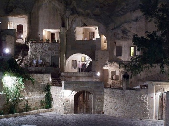 a_cave_hotel_640_17