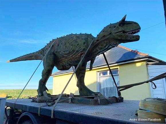 大きいのを頼んだけども...息子のために購入した恐竜が予想をはるかに超えるサイズだった件