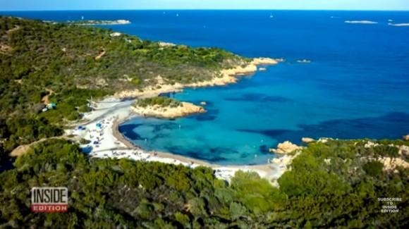 浜辺の砂をペットボトルに詰めて持ち去ろうとしたフランス人観光客、最大6年の懲役刑に直面(イタリア)