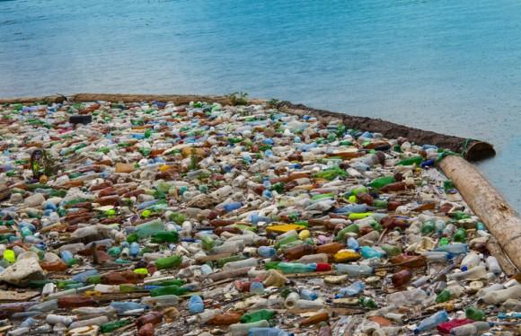 カナダ政府、2021年までに使い捨てプラスチックの使用をほぼ全面禁止にする方針を発表