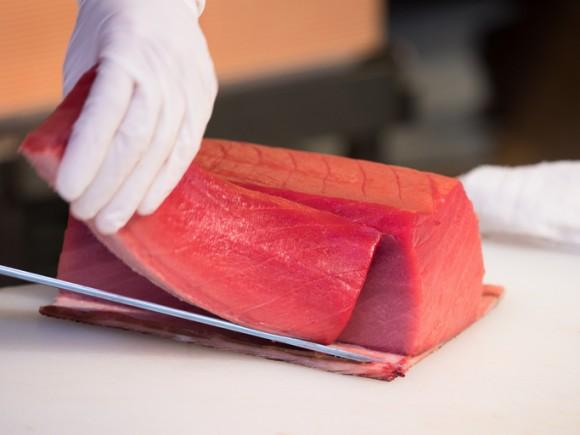 食用マグロ6匹に1匹はインドネシア産。マグロ漁獲国世界一のインドネシア。その半分がアメリカ、4分の1が日本へ。