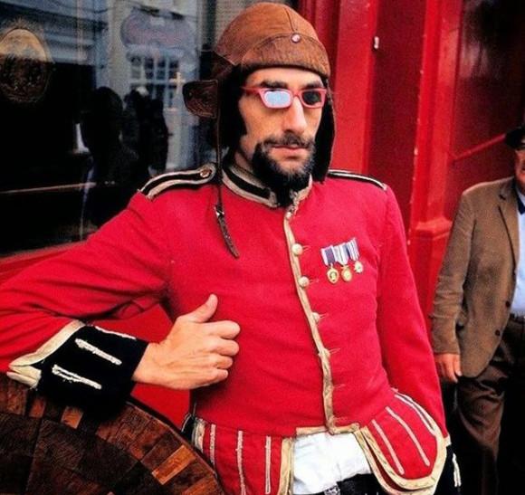 新たな若者文化が導いた時代のムーブメント。1960年代のロンドンのストリートファッション写真(イギリス)