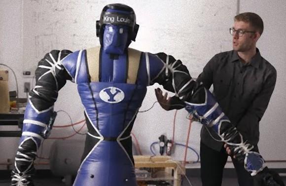 NASAの援助を受ける研究チームが空気注入式のソフトロボットを開発。これなら抱きつてもやわらかいぞ!