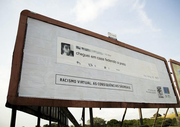 フェイスブックで差別発言をした人の家の近くにその発言を拡大した看板を立てるプロジェクト(ブラジル)