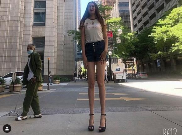 あしなが女性の股下は134cm
