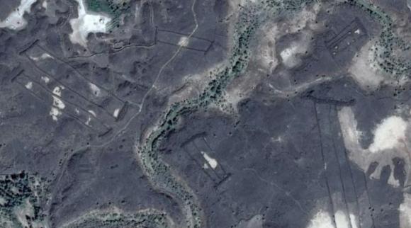 サウジアラビアで謎めいた石の建造物が多数発見される