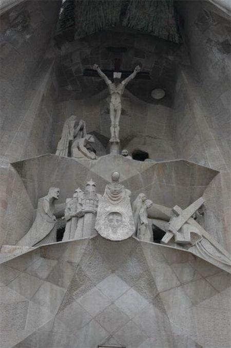 temple_expiatori_de_la_sagrada_familia_in_barcelona_10