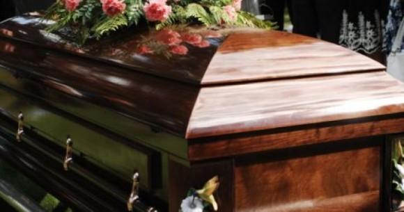 世界仰天ニュース。生きながら自分の葬儀に直面した11人の人々