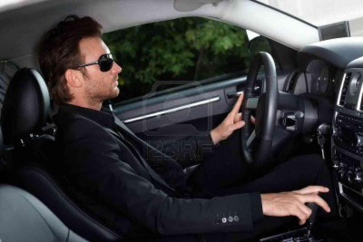 デートで気をつけて!こんな運転の男性は女性から嫌われる!!