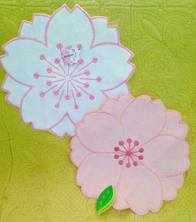 桜のダイカットがキュート!