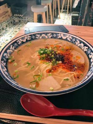 六本木 金味徳拉麺でアジアな麺ディナー