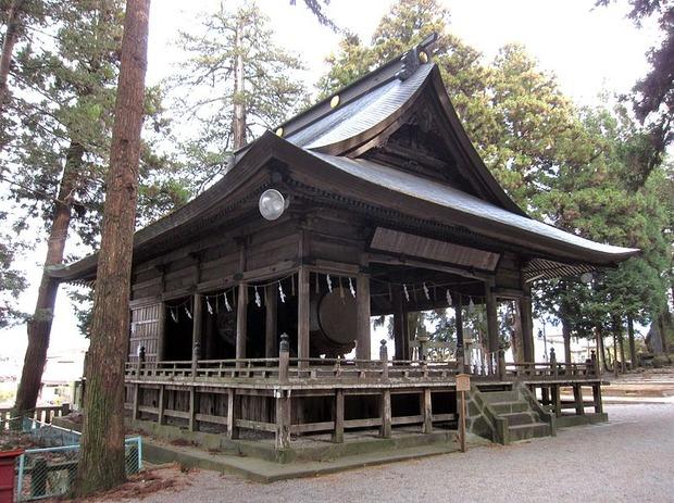 800px-諏訪大社_本宮_神楽殿