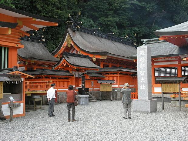 800px-Kumano-Nachi-shrine004