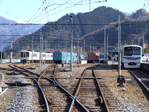 800px-CTK_Mitsumineguchi_station_Precincts