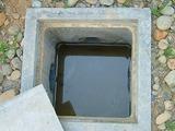 排水路のふたを開けた