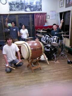 今日は、フリースクール「のむぎ」で和太鼓とのセッションです!
