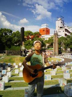 かしわさんからです2・長崎原爆落下中心地広場で!
