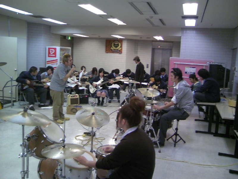 今日は横浜アカデミー!